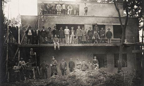 дом László Moholy-Nagy, сейчас восставновлен, фотография дома после разрушений войны