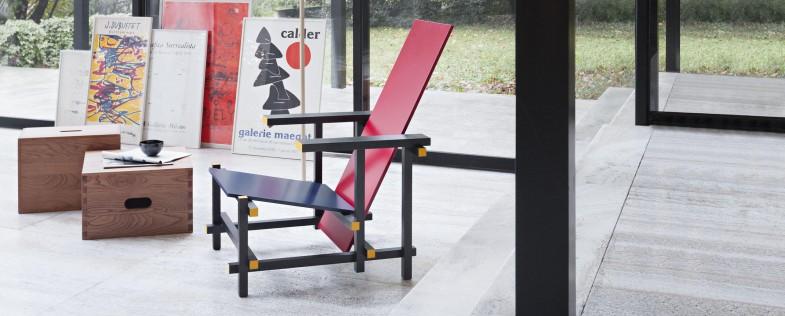 Красно-синий стул