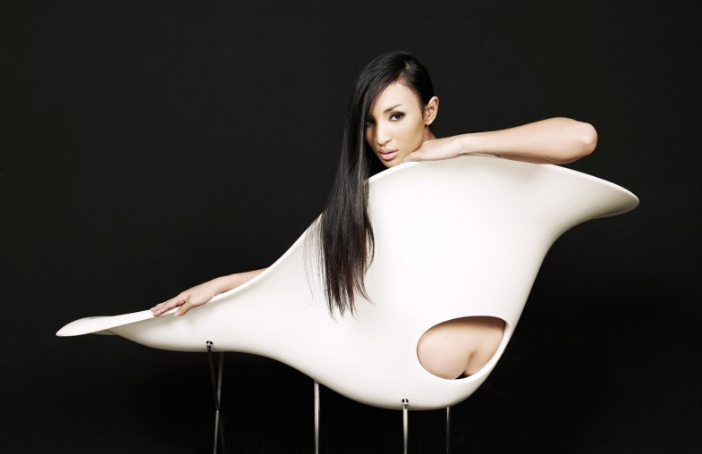Дорогой и изящный. Eames La Chaise chair