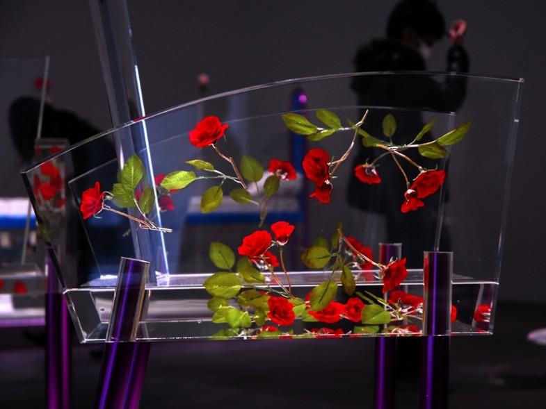 Невесомые розы от Shiro Kuramata. Кресло Miss Blanche